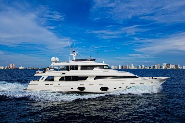 2012 Ferretti Yachts Common Rail