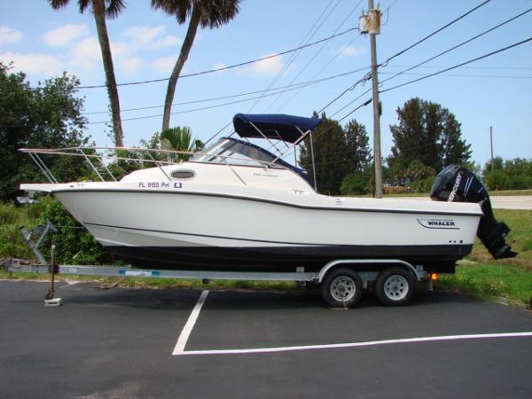2010 Boston Whaler 235 Conquest