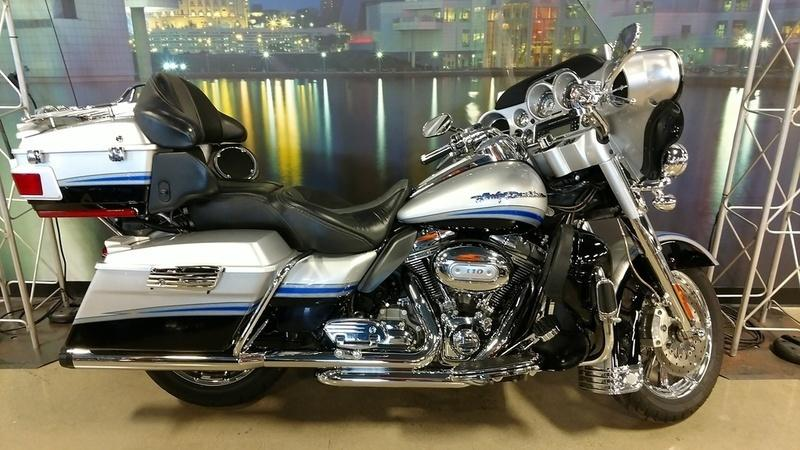 2009 Harley-Davidson CVO Ultra Cassic Electra Glide FLHTCUSE