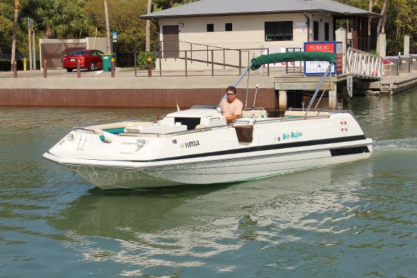 1995 Hurricane 246 Fundeck Outboard