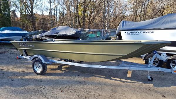 2017 LOWE BOATS Roughneck 1756