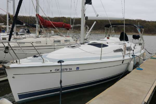 2009 Hunter Marine 33