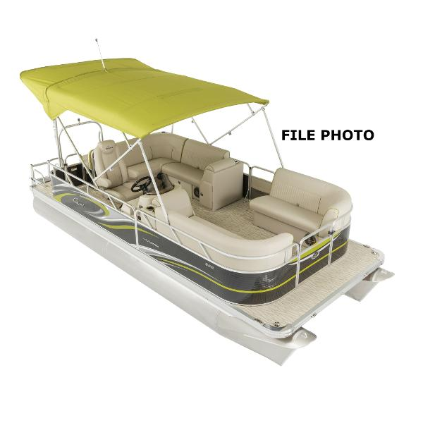 2017 APEX MARINE Qwest LS 820 Lanai Cruise Triple Tube