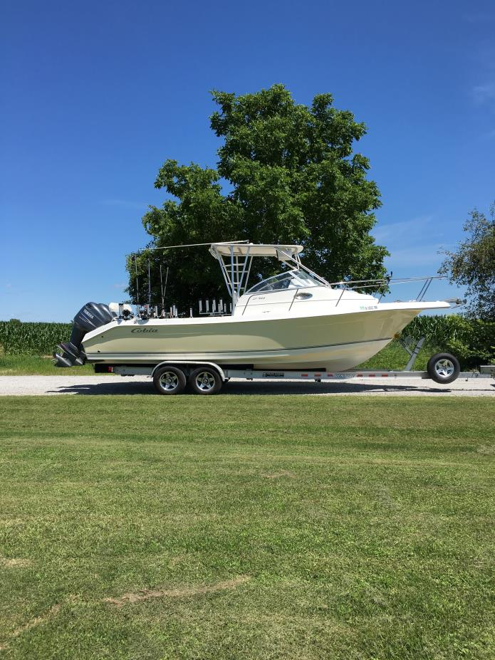 2005 Cobia 270 Walk Around
