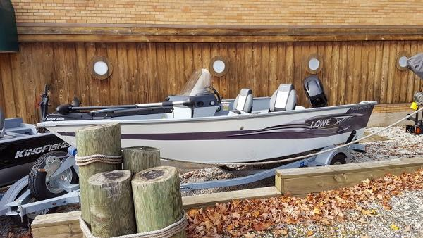 2015 LOWE BOATS FM 165 SC Poly Color