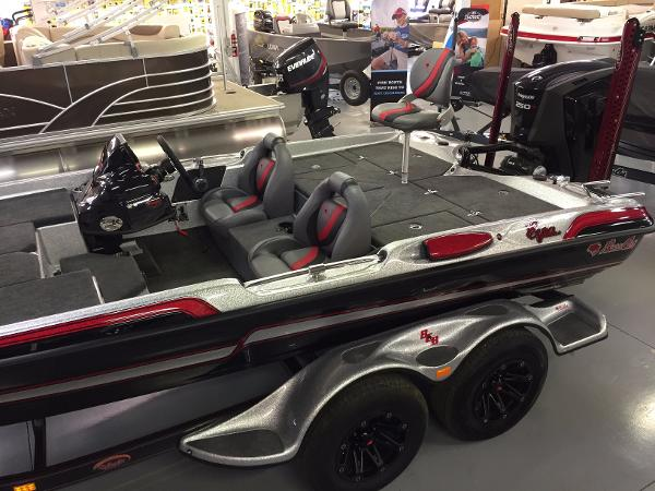 2017 Bass Cat Boats Eyra