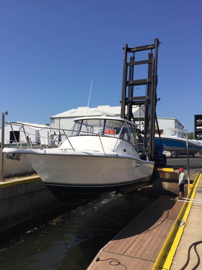 1999 Pursuit 3000 Offshore
