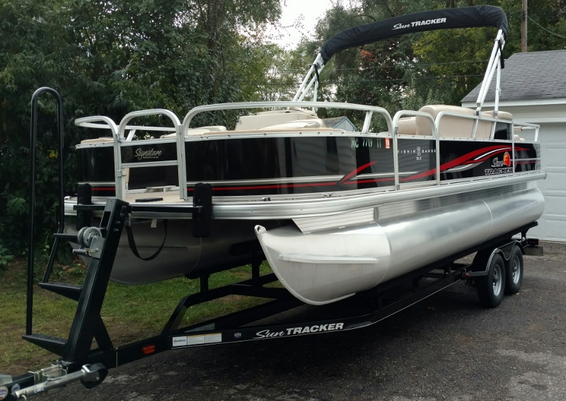 2014 Sun Tracker 21 Fishing Barge