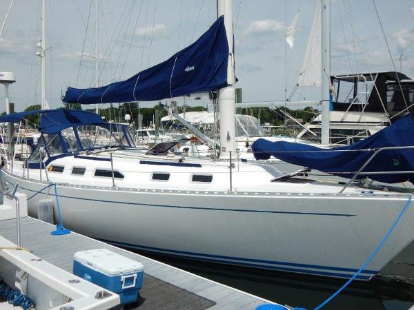 1990 Freedom Yachts Sloop