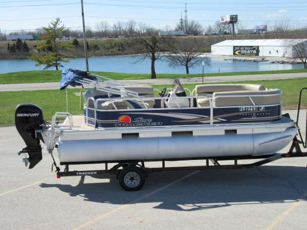 2012 Sun Tracker Party Barge 18 DLX