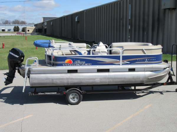 2013 Sun Tracker Party Barge 18 DLX