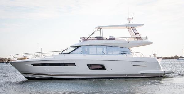 2017 Prestige Yachts 560 Flybridge