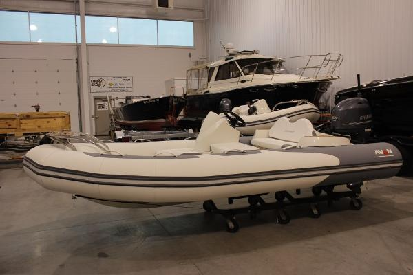 2017 Avon Seasport 420 Deluxe NEO 60hp In Stock