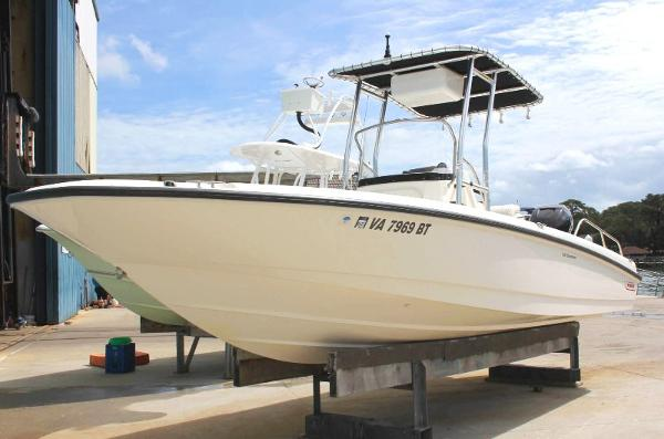 2010 Boston Whaler 230 Dauntless
