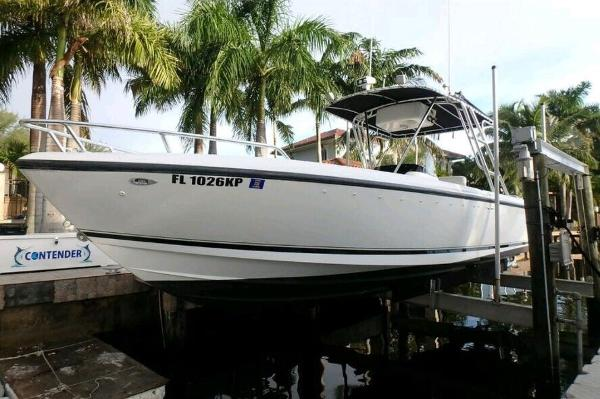 1999 Intrepid 289 Center Console