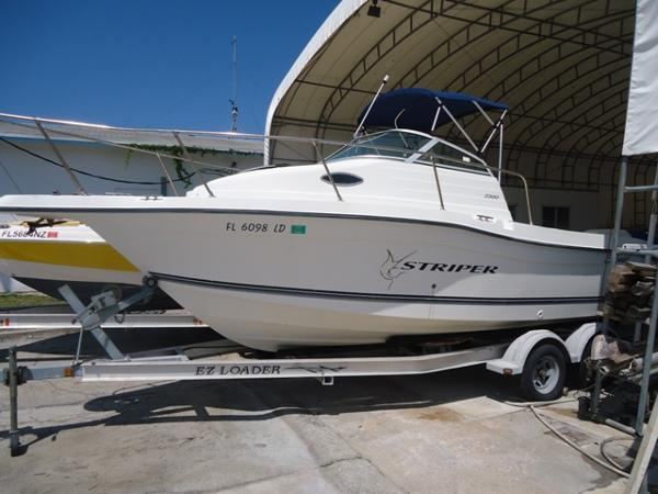 2000 Seaswirl Striper 2300 WA