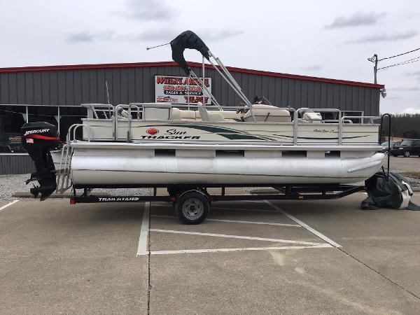 2004 Sun Tracker FISHIN' BARGE 21 Signature Series