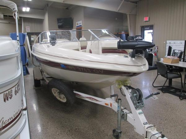 1999 Glastron 185 Ski and Fish