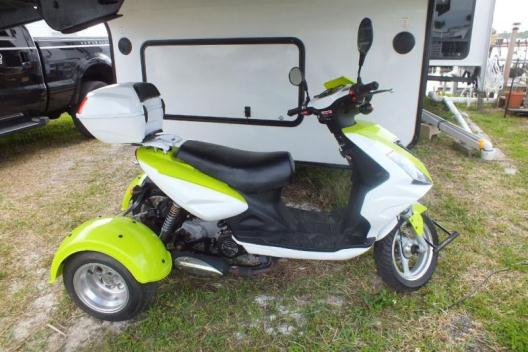 2013 DAIX GAS TRIKE / SCOOTER