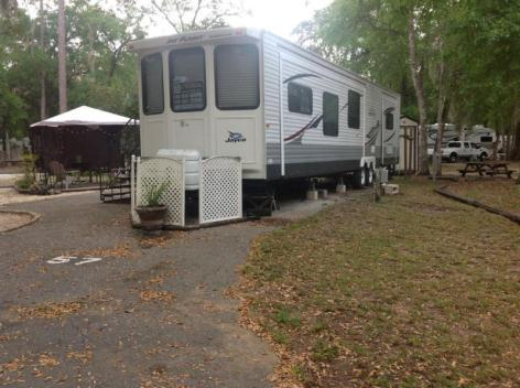 FLORIDA Deeded LOT and 40ft PK MDL RV all set ready for YOU to PLAY IN