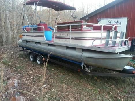 28 ft Rivera Pontoon boat