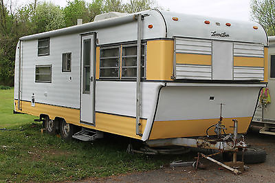 Vintage 1972 FAN Luxury Liner 26 foot Travel Trailer Camper Pull Behind