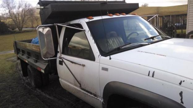 1993 Chevrolet 3500HD dump truck, 6.5 diesel, 5sp, p.t.o. powered dump