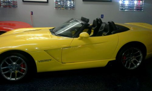 Dodge : Viper yellow 2005 dodge viper srt 10 convertible