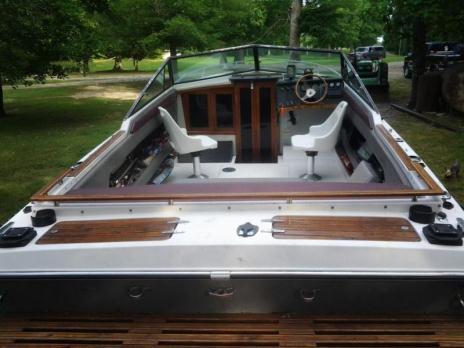 1989 Regal 21' boat
