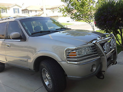 Lincoln : Navigator 4X4 2000 lincoln navigator gold color plus extra tires