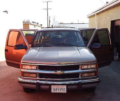 Chevrolet : Suburban C1500 SPORT UTILITY Automatic V8 5.7 Liter - New Brakes - Battery - A/C Compressor