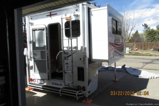2013 Lance 855S Truck Camper