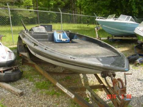 1987  Stratos  179 V Bass Boat Hull