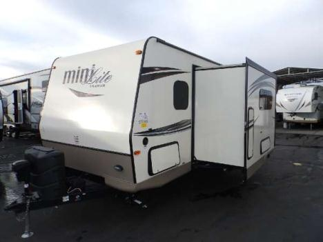 2015  Forest River  ROCKWOOD 2504S  1 SLIDE  FRONT WALK-AROUND BED  REAR CORNER BATHROOM  REAR DUAL BUNK BEDS  POWER AWNING   HEATED HOLDING TANKS