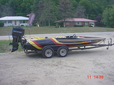Baker Rally sport tunnel hull 20' SKI boat / speed boat / race ( RESTORED )