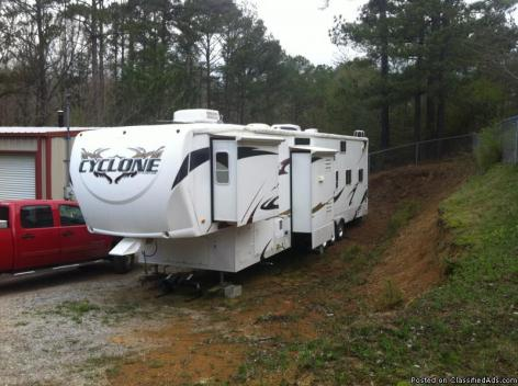 2008 Heartland Cyclone 5th Wheel