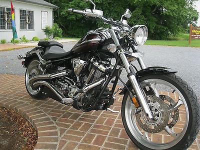 Yamaha : Raider 2009 yamaha raider black with red striping showroom condition