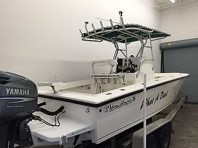 2001 Island Runner Center Console Fishing Boat