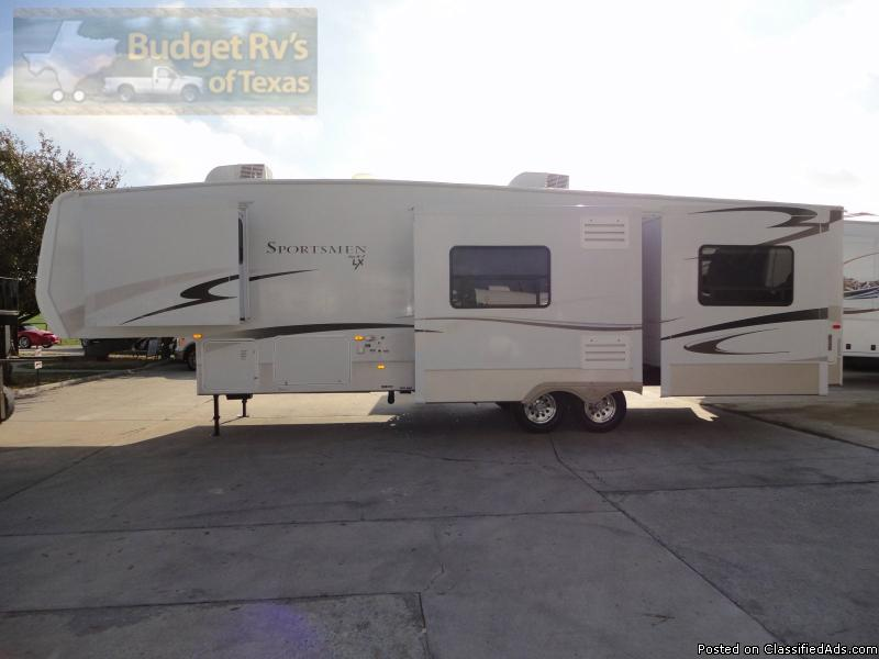 WOW what a stunning full timer friendly 5th wheel travel trailer! 2007...