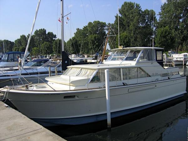 1967  Chris-Craft  42 Commander Motor Yacht
