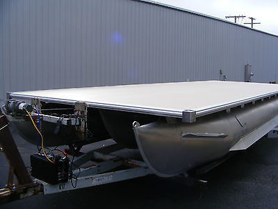 2015 TRiToon pontoon Deck