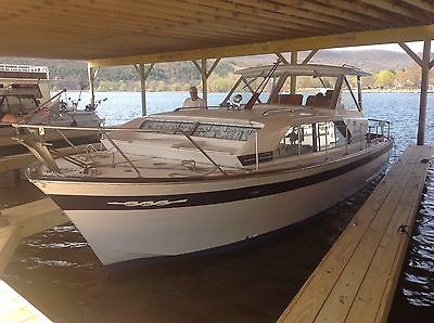 Chris craft constellation 30 foot 1967 wood boat twin V8 350 gas motors new york