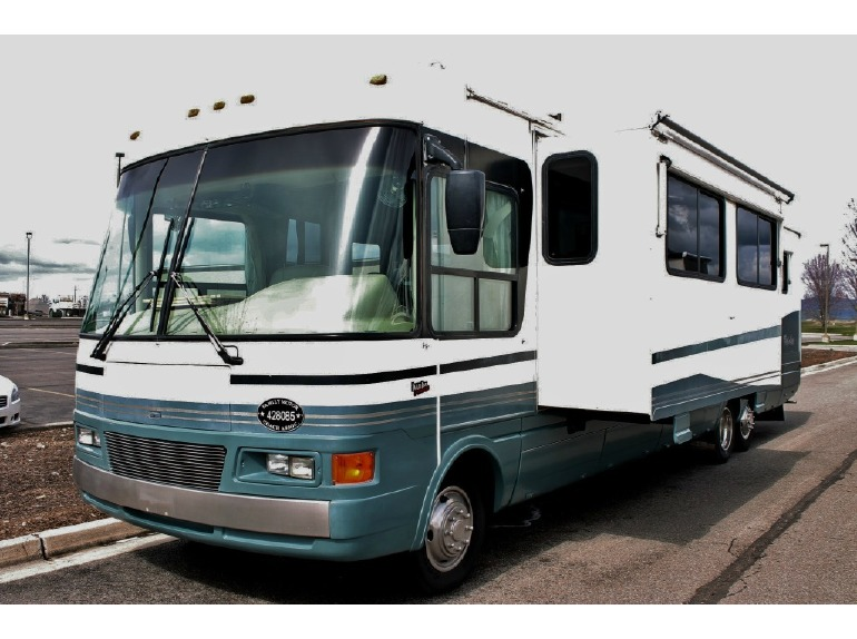 2000 National Rv Tropical 6372