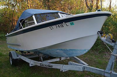 1967 Glasspar Fiberglas 17' Seafair Sunliner Boat