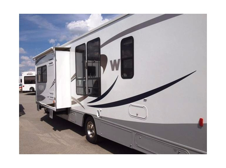 2009 Winnebago Access E450