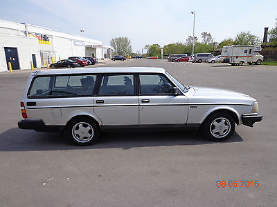 Volvo : 240 Manual, 5 sp, 4 cyl, gasoline, good condition, well maintained, daily used.