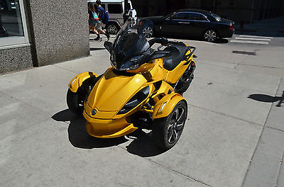 Can-Am : ST-S SE5 2014 can am spyder st s se 5 motorcycle trike three wheel bike sport touring