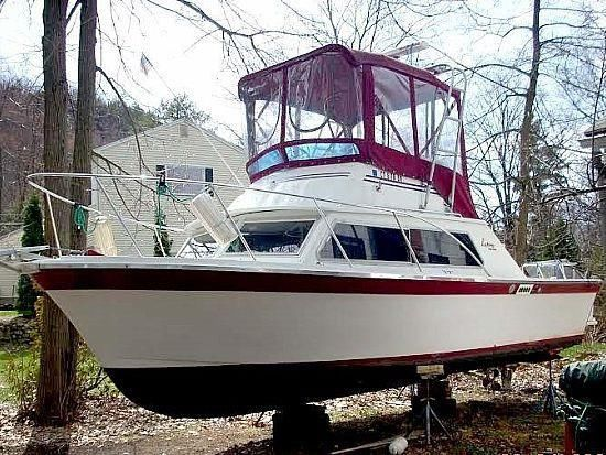 28' 1974 Luhrs Flybridge Sedan