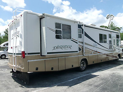 2001 DAMON INTRUDER 36.6 FT- 2 SLIDES-LOW MILES -LOADED-NEW TIRES / GEL MATTRESS