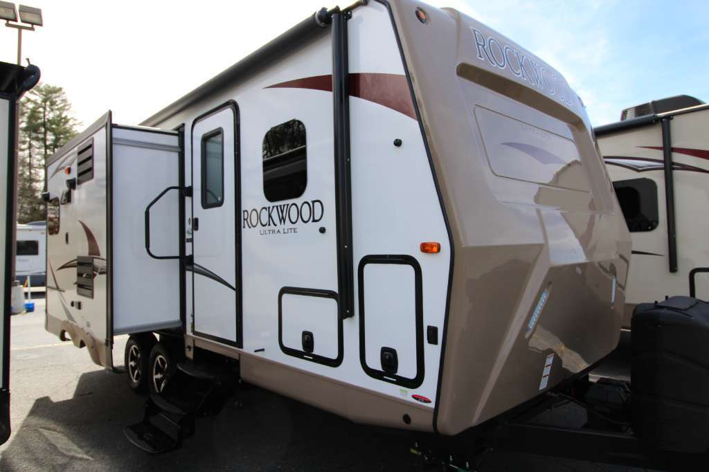 2017 Forest River Rockwood Ultra Lite 2304DS